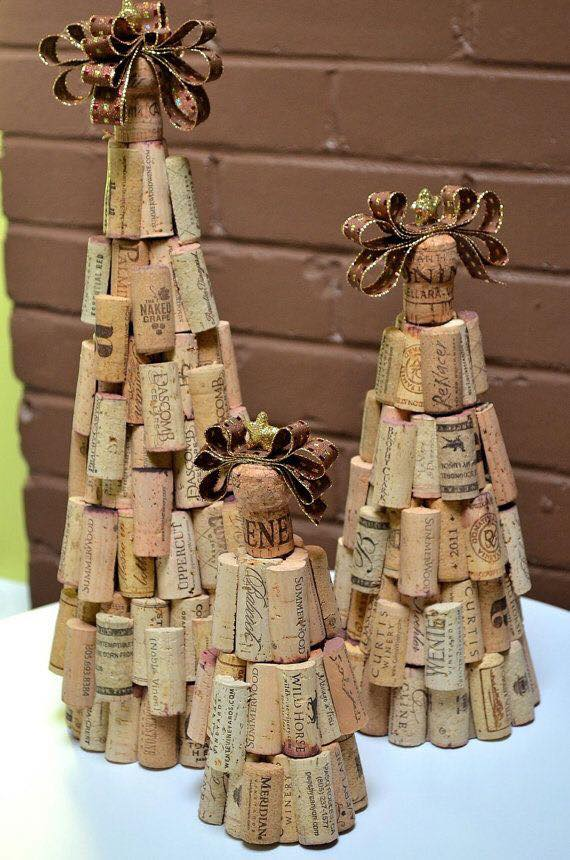 20 brilliant diy wine cork craft projects for christmas for Craft projects with corks